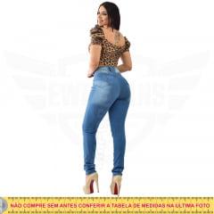 Calça Jeans Feminina Hot Pants Skinny Cintura Alta com Mega Elastano - EWF Jeans - Azul Médio